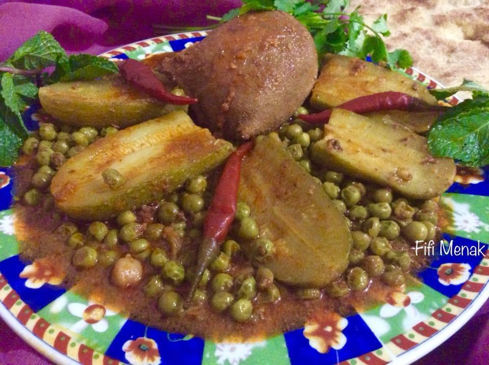 Tripes farcies en sauce avec petits pois et courgettes (Osbane dewara bel djelbana w el qaraa)