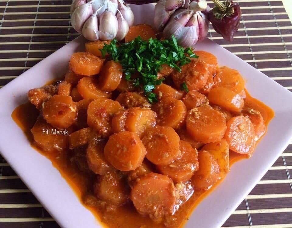 Carottes en sauce rouge au carvi (Mchermla zrodia)