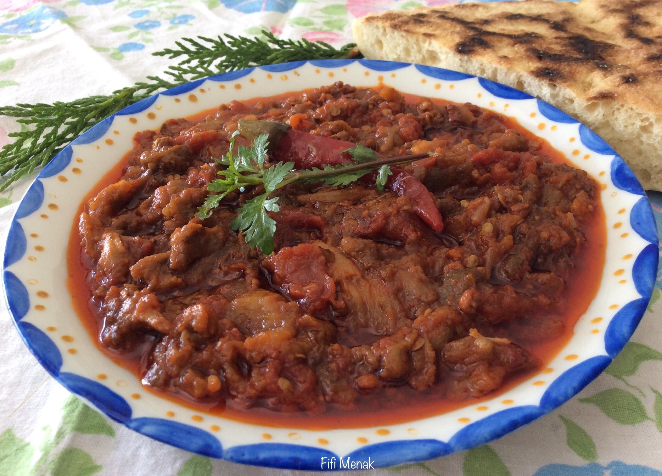 Aubergines grillées et tomates au carvi (Zalouka)