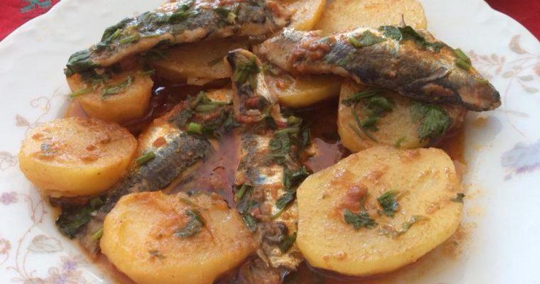Sardines aux pommes de terre en sauce rouge (Chtitha Serdine bel Batata)