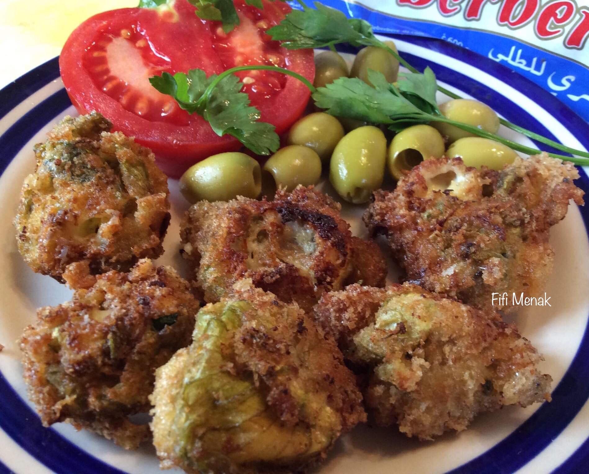 Beignets de fleurs de courgettes au fromage fondu et oignon