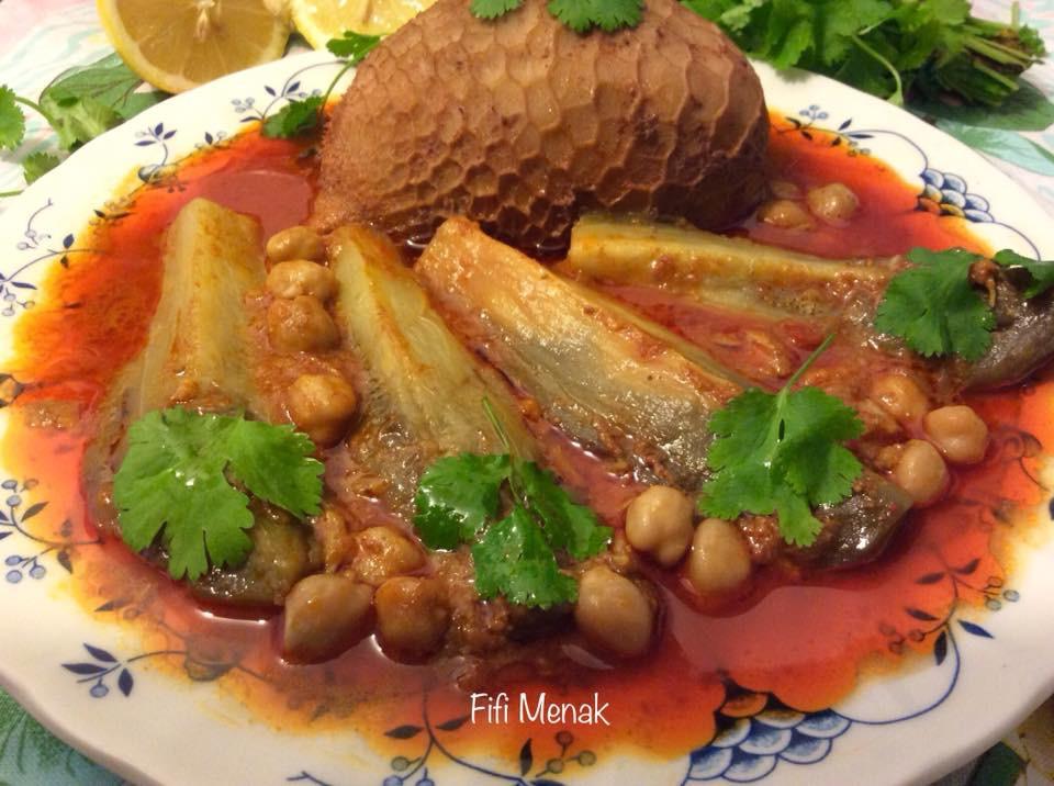 Panse farcie en sauce à l'aubergine (Osbane dewara bel badendjel)
