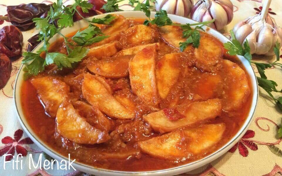 Frites en sauce à l'ail, carvi et vinaigre (Batata mchermla)