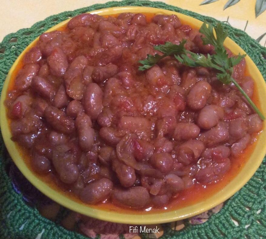 Haricots blancs à écosser en sauce oignons et tomates (Loubia fessassa)