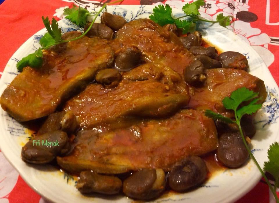 Jardinière aubergine-fèves (Tibkha foul w badendjel)