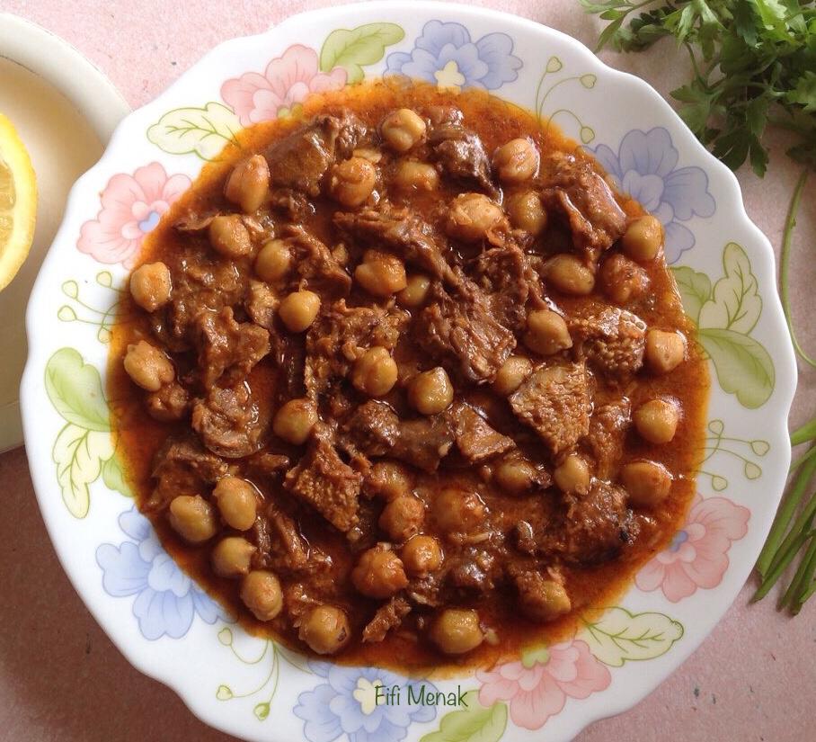 Langue d'agneau en sauce à l'ail et aux pois chiches (Chtitha Lsan)