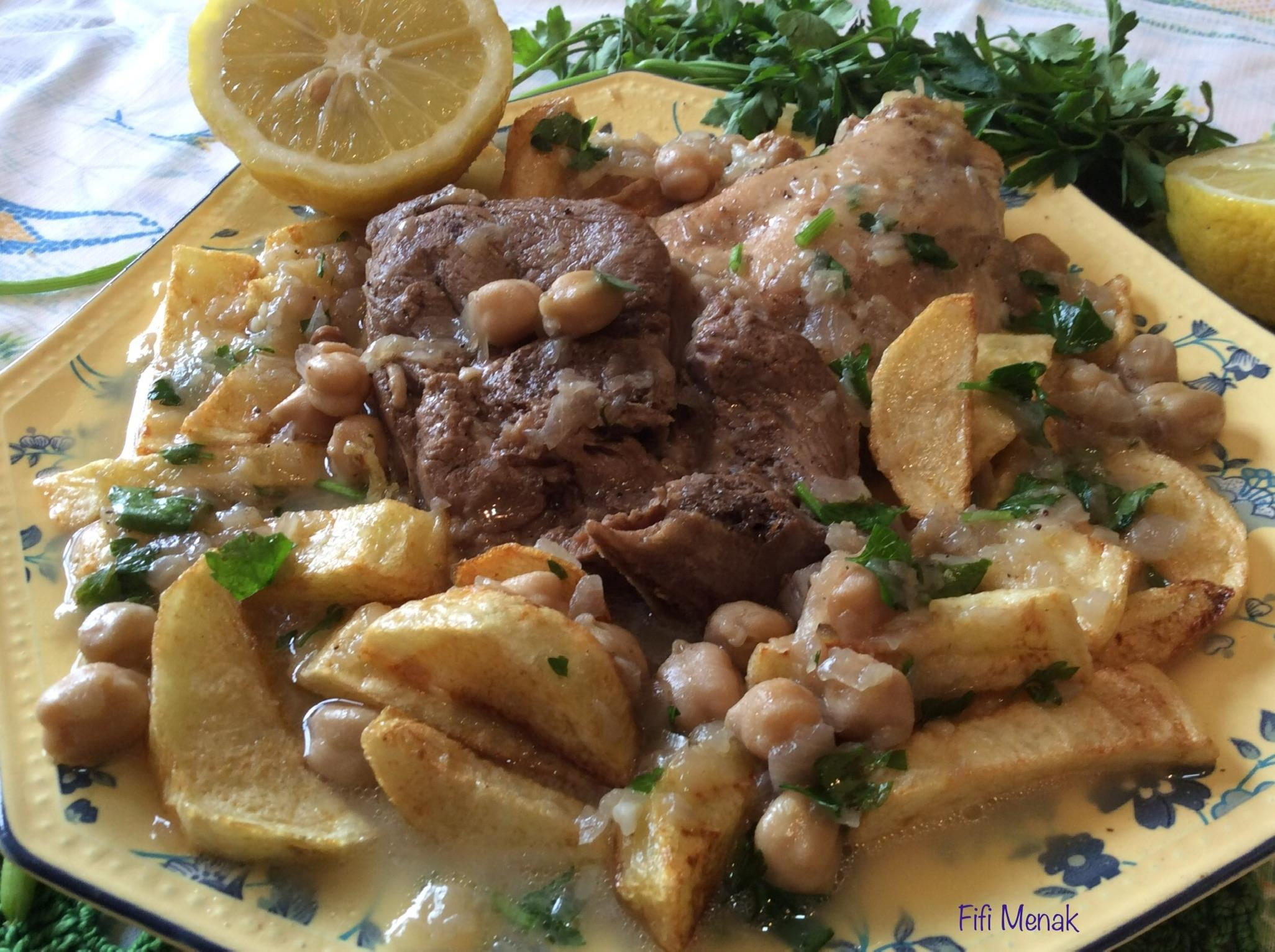 Pommes de terre frites en sauce blanche à la viande (Kbab algérois)