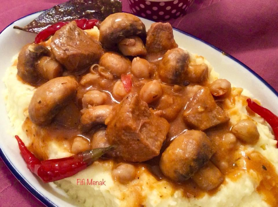 Veau et champignons en sauce pour pâtes