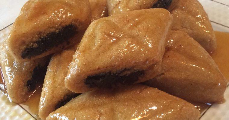 Makrout au miel et à la pâte de dattes frit